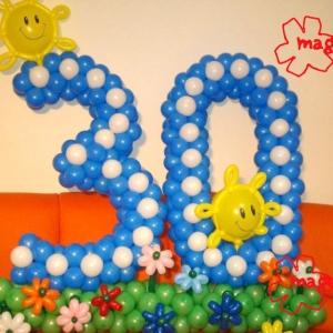Композиция  из шаров / № 18 /  Цена 490 грн / Высота 130 см./Цифры от 1 до 100 / Цвета в ассортименте