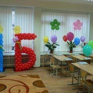 40/ Цена композиции 1- Б - 640 грн / Шары гелиевые / 24 грн - шар летает 8 часов , размер 26 см - 28 см / 16 грн - шар летает 14 часов ,размер 32 см 36 см / 18 грн - шар летает 2 - 3 суток / цветки - 20 грн шт .