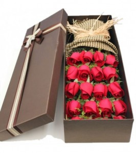 red-roses-in-luxury-box-passionate-love-400x451